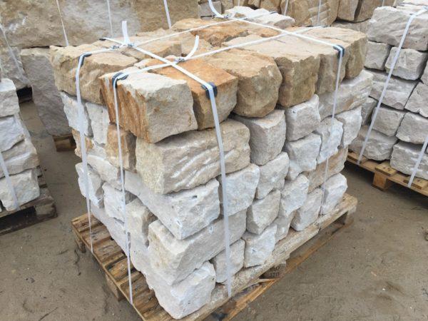 kamień murowy z piaskowca surowo-łupany