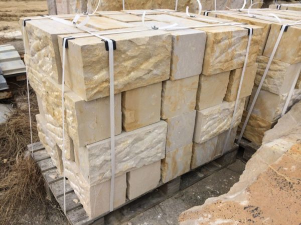 Kamień murowy z piaskowca surowo-cięty