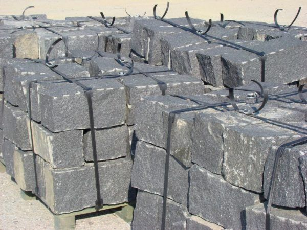 granit łupany drobno ziarnisty ciemny